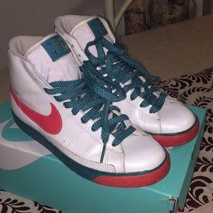 Nike sneakers women 9.5 blue pink white